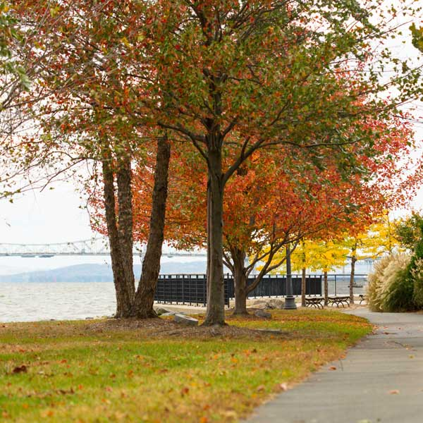 Irvington-waterfrontwalk_LeslieHallman